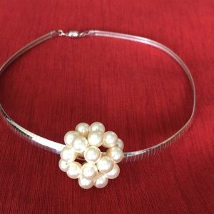 Jewelry - ✨ Unique Pearl Cluster Choker On Silver Chain
